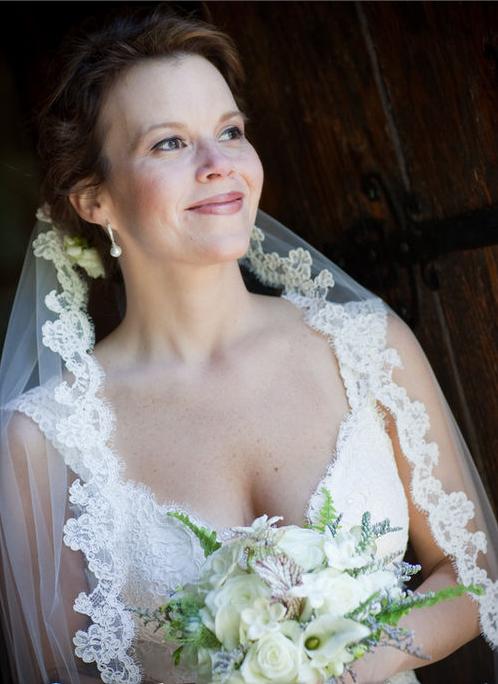 Bride mantilla veil
